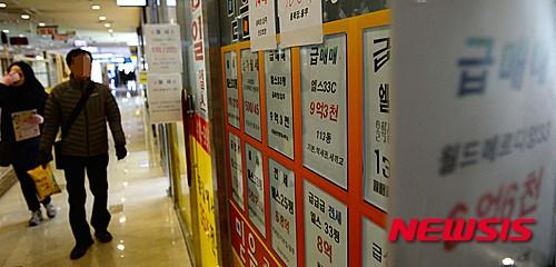 아파트값 하락, '장기 내림세' vs 일시적 '조정수준'