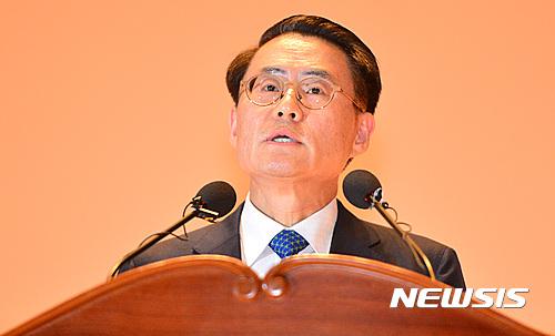"""[종합]김재수 신임 농림장관 """"지방 출신 '흙수저'라고 무시…언론에 법적 대응"""""""