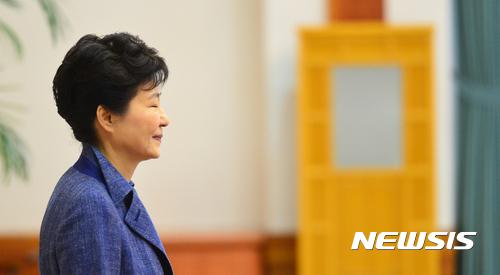 '朴대통령 하야·탄핵해야' 여론조사 48.2%