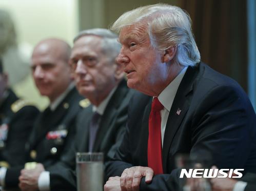 """트럼프 """"北과 대화한 美협상가들 바보 돼…'오직 한 가지'만 작동"""""""