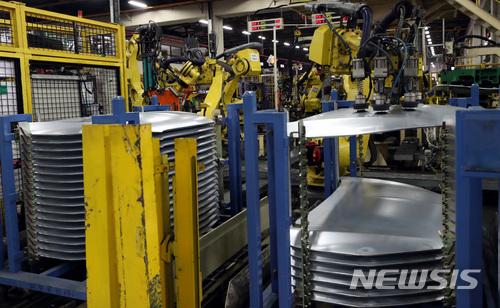 [1보]7월 산업생산 0.5%↑…투자 20년 만에 5달째 감소 :: 공감언론 뉴시스통신사 ::