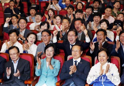 [2018 국내 10대뉴스]⑥6·13 지방선거, 여당 압승 야당 참패