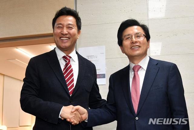 황교안·오세훈, PK서 조우…불붙은 한국당 당권레이스