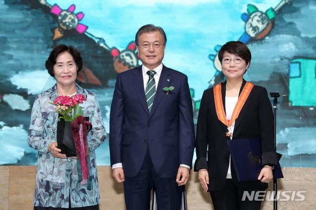 홍조근정 훈장 수여받는 이명주 명지대 교수