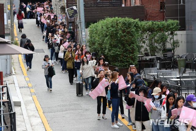 방탄소년단·아미 축제 문이 열렸다···'하우스 오브 BTS' 오픈(종합)