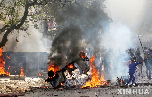 '유혈시위' 뉴델리市, 통금 선포·군대배치 촉구…18명 사망