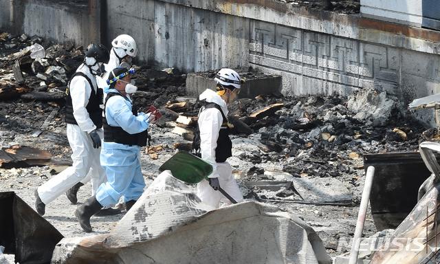 이천 화재참사 2차 합동감식서 공구 유류품 발견 종합 공감언론 뉴시스통신사