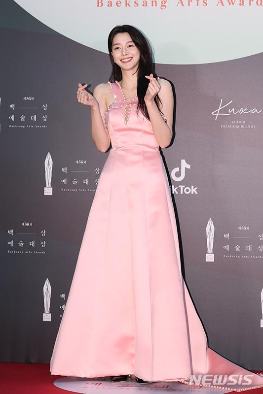 백상예술대상 여배우들, '레드&핑크' 드레스 눈길