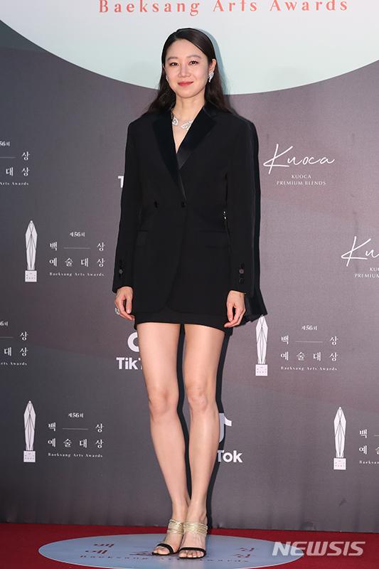 [2020 백상예술대상] '고급스런 블랙' 여배우 패션 눈길